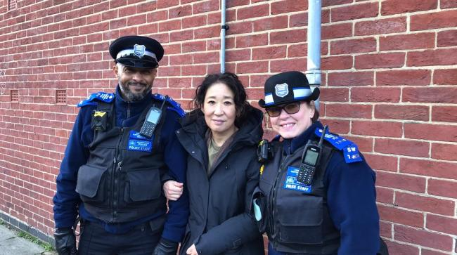 Killing Eve Actor Sandra Oh with MPS officers in New Malden. Image: Beverley Ward MPS via Twitter