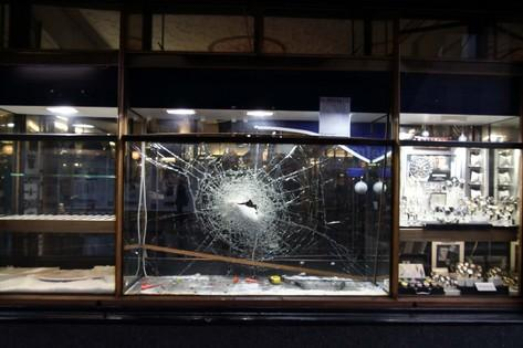 Smash and grab robbery at Surbiton jewellers