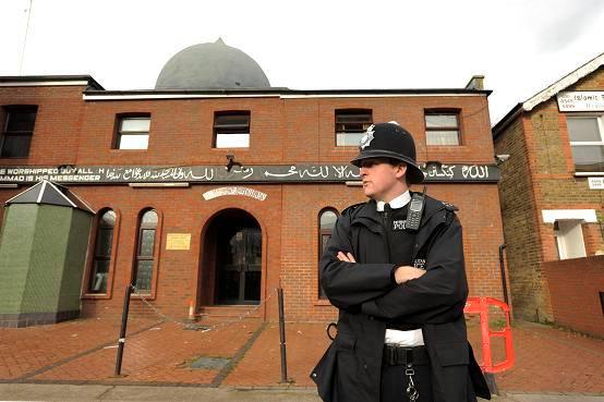 Man hands himself in to police over mosque attack