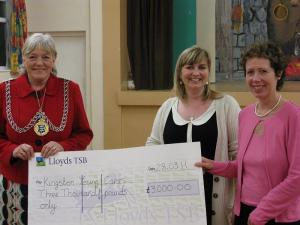 Lucky dwarf Edward Davey helps am dram group raise £3,000