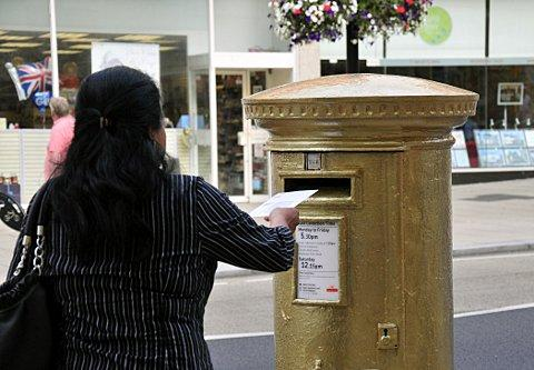 Olympic legend David Weir gets Wallington a gold post box