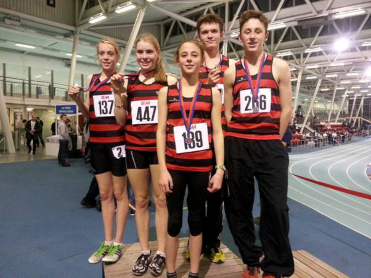 The heroes of Herne Hill Harriers: Eloise O'Shaughnessy, Skye O'Shaughnessy, Zoe Tompkins, Ed Olsen, Billy Black at the South of England Athletic Association Indoor Championships