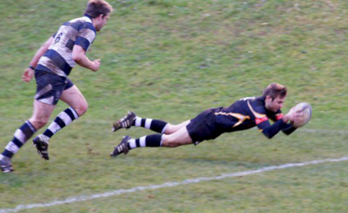 Superman: Andy Nichols flies over the line for his second try against Havant 								     All pictures: Dave Jackson