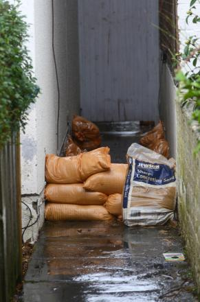Building merchant says sandbags are 'going fast'