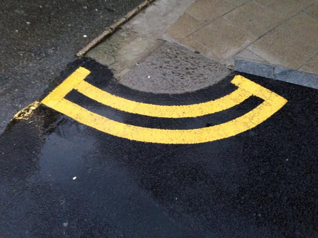Are these happy chappies the shortest double yellow lines in Kingston?