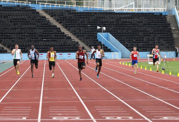 Surrey Comet: Powering up: Herne Hill Harriers' Marvin Popoola, second right, storms to victory in the 200m at the SEAA championships in Crystal Palace 									  All pictures: SP81799