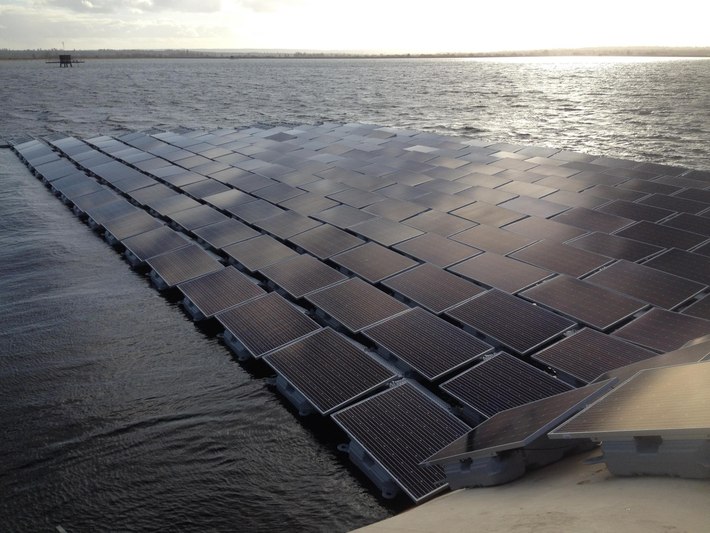 Solar panels same size as eight Wembley pitches to cover Thames reservoir in Walton