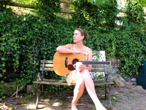 Vera van Heeringen Trio head to the Ram Folk Club in Thames Ditton